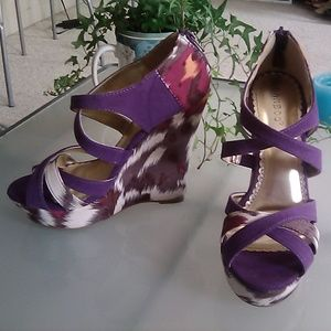 BAMBOO plum colored fabric wedges, size 7.5